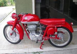 どうして貴方はバイクなのって言う感じ 美しいバイクです。