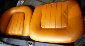フルビアのシートは同じ形でも合皮と生地では縫製変わります。